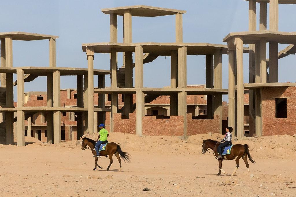 Cavaliers dans le désert urbain