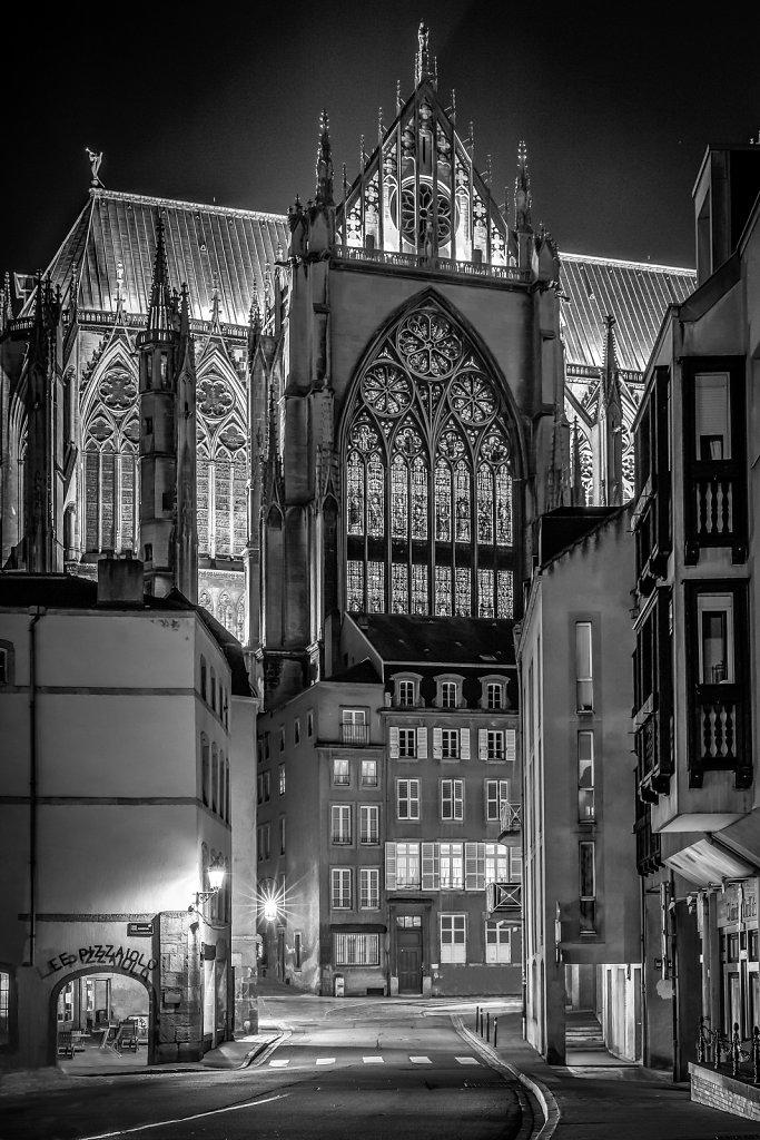 22-La-Cathedrale-Saint-Etienne-Rue-Paul-Tornow-NB-MG-9515-sans-panneaux-ni-voiture-avec-ret-contrastes-2e-Modifier-Modifier.jpg
