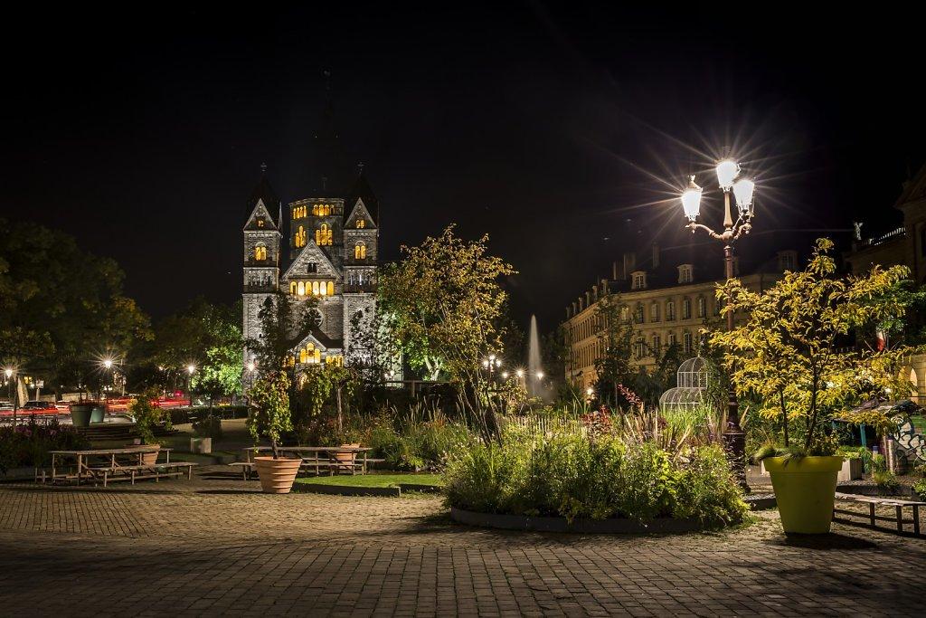 10-Place-de-la-Comedie-en-ete-et-Le-Temple-Neuf-MG-8390-HDR.jpg