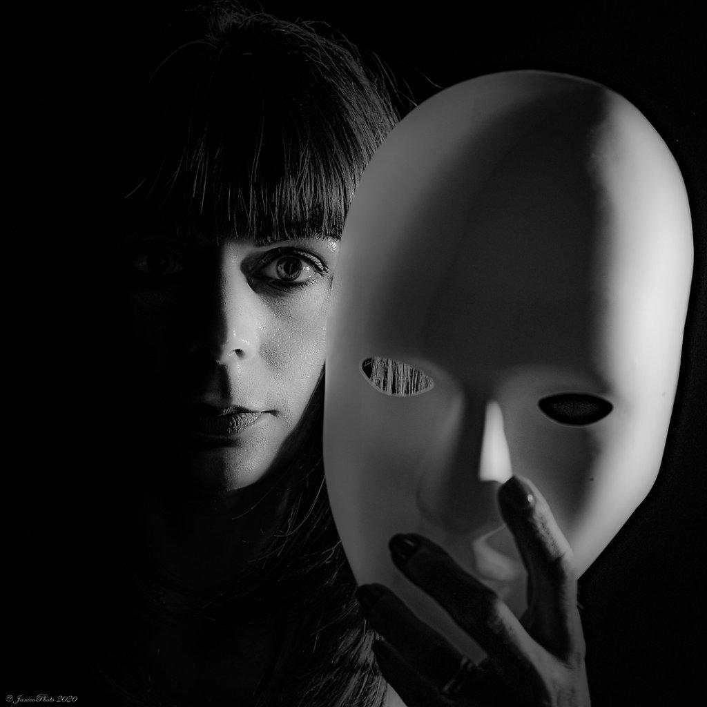 Melanie-Studio-Emotions-Masque-DSC0063323-juin-2020-ppDSC00612-pp23-juin-2020-2.jpg