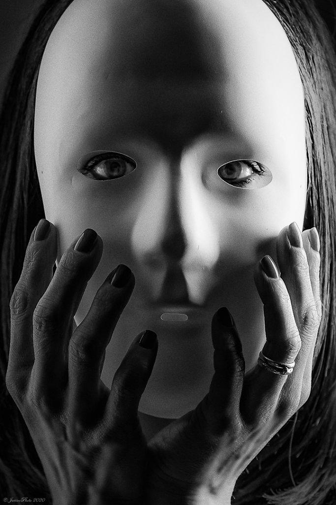 Melanie-Studio-Emotions-Masque-Athentique-DSC00607-Modifier-323-juin-2020-2.jpg