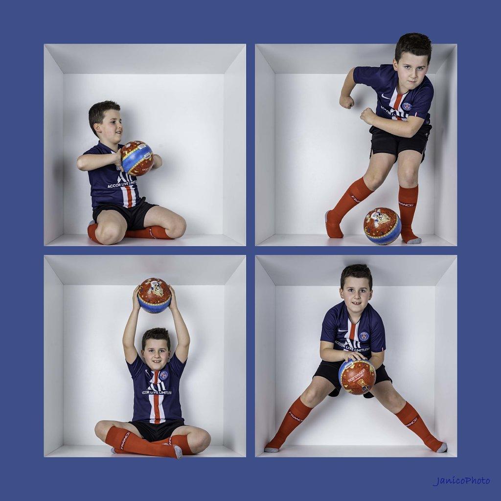 PhotoBox-JanicoPhoto-Cathy-Leo-Le-Foot-4-cellules-cadre-bleu-BD.jpg